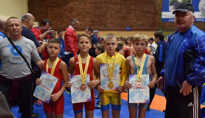 Foto: Luptătorii constănțeni, protagoniștii Campionatelor Naționale de la Medgidia