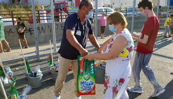 """Foto: Sprijin de la autoritățile locale pentru persoanele nevoiașe din cartierul """"Henri Coandă"""""""