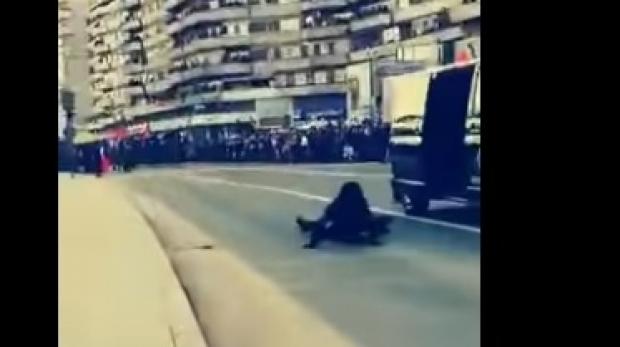 Moment stânjenitor pentru o angajată a SRI. Ofițerul cade din mașină în timpul Paradei Militare de la Alba Iulia - sri65583000-1543842755.jpg