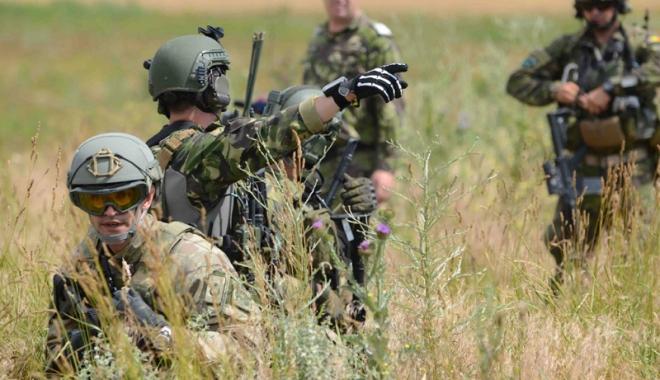 Foto: Stagiu militar voluntar pentru liceeni și studenți