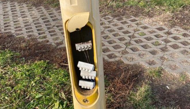 Stâlpi și coșuri de gunoi vandalizate în parcul Tăbăcărie! - stalpisicosuri-1579638782.jpg