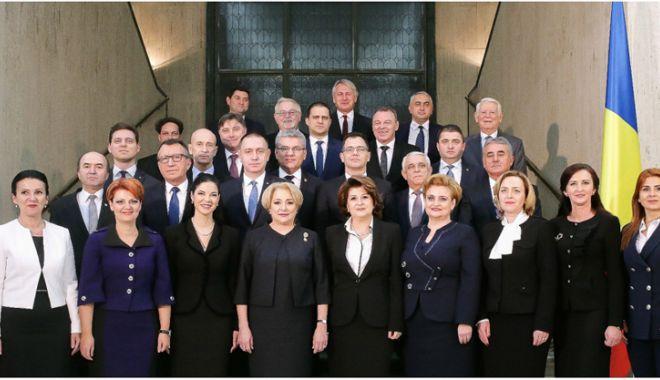 Platforma România 100, semnal de alarmă. Unde a dispărut steagul UE din fotografia cu Guvernul Dăncilă? - steagplatforma100-1517497519.jpg