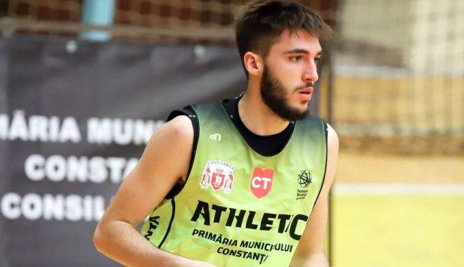 Foto: Ștefan Gribinic și-a prelungit contractul cu BC Athletic