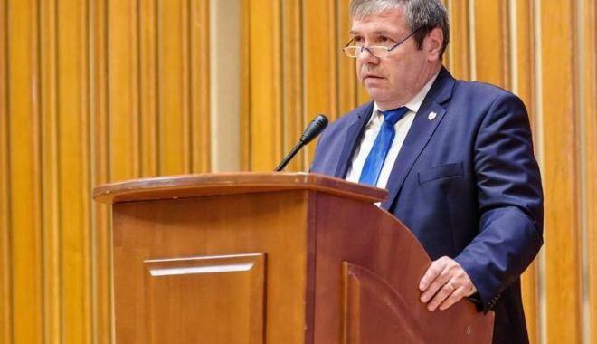 """Foto: Senatorul Ștefan Mihu: """"Nu avem nevoie de fabrici de diplome"""""""