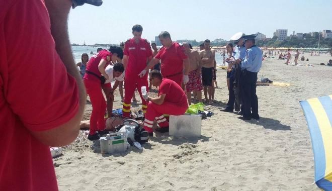 Foto: LA UN PAS DE TRAGEDIE! Doi turiști, în pericol de a se îneca, la Eforie Nord