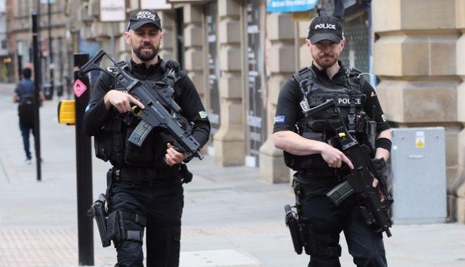 O mașină a intrat în Parlamentul britanic. Mai mulți răniți, șoferul reținut. Poliția suspectează atac terorist - streamimg-1534248088.jpg