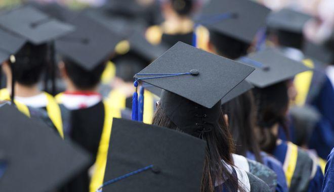 Decizie fără precedent a Universității din București. 45 de studenți de la Facultatea de Drept au fost exmatriculați - student-1614689713.jpg