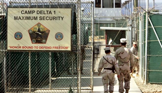 Foto: SUA transferă patru deținuți  de la Guantanamo Bay în Arabia Saudită