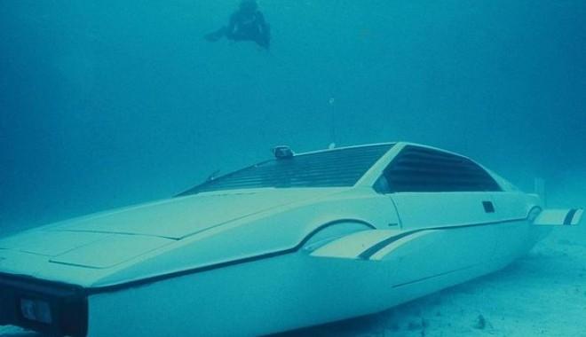 """Foto: """"Mașina-submarin"""" a lui """"James Bond"""" este de vânzare"""