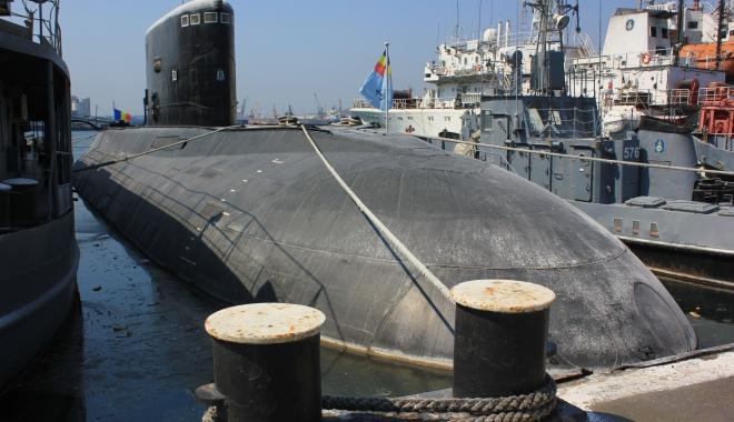 """Foto: GALERIE FOTO / Submarinul """"Delfinul"""", navă de luptă sau muzeu? """"Se va mai scufunda când or zbura porcii!"""""""