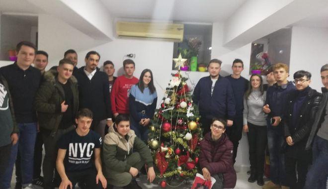 20 de tineri din mediul rural, sprijiniţi de Arhiepiscopia Tomisului să meargă la şcoală - sufleteajutate-1610129884.jpg