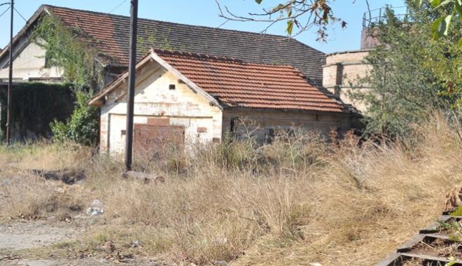 Supraimpozitare pentru clădirile neîngrijite. Cine apare pe lista rușinii, la Constanța - supra-1492956051.jpg