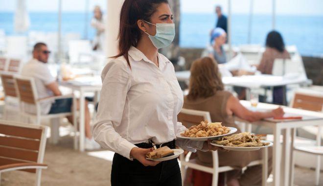 Nu este de glumă! Trei restaurante, amendate pentru că organizau pomeni şi majorate! - sus-1603034519.jpg
