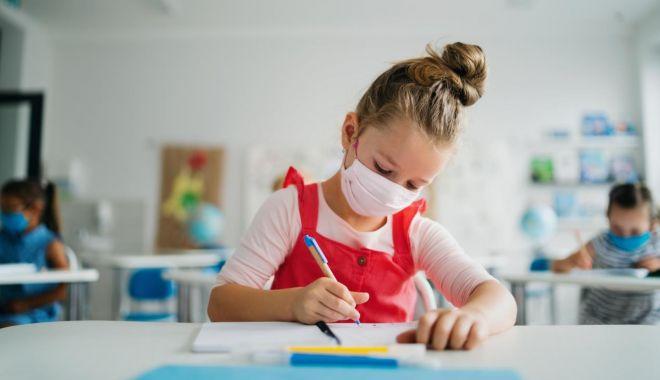 """Pregătiri pentru a-i primi pe elevi la şcoală! """"Nu trimiteţi copiii după adeverinţe!"""" - sus-1612463664.jpg"""