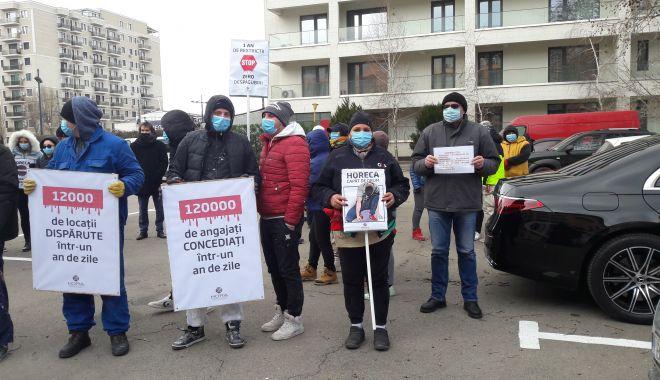 """""""Lăsaţi vacanţele românilor!"""" Angajaţii şi proprietarii din HoReCa au ieşit în stradă - sus-1613499078.jpg"""