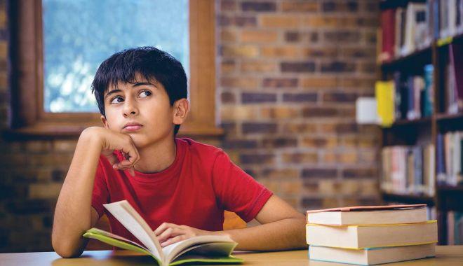 """Codaşi la citit, pe timp de pandemie. """"Tinerii sunt asaltaţi de alternative mai tentante"""" - sus-1616523295.jpg"""