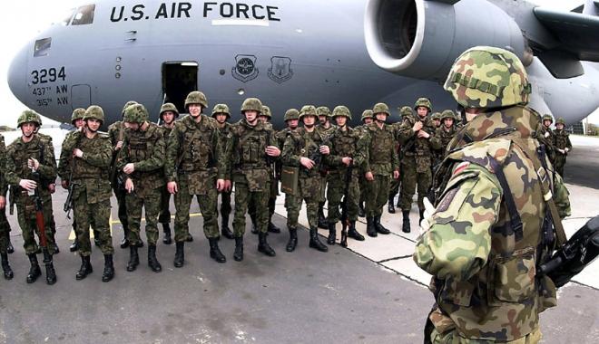 """Foto: Sute de militari americani sosesc la Baza Aeriană """"Mihail Kogălniceanu"""""""
