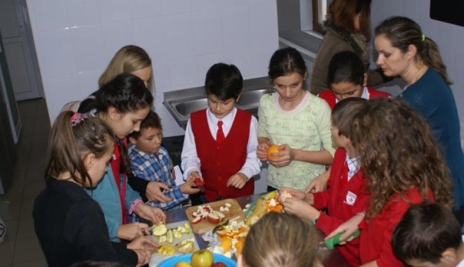 Foto: S-a votat! Fructe proaspete pentru școlari și preșcolari