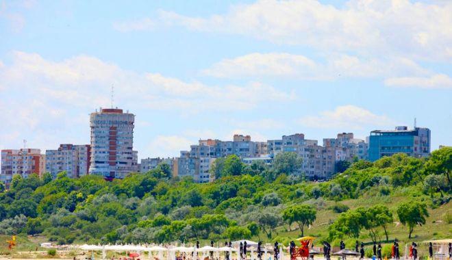 Taluzul dinspre plajele din Constanța este igienizat în ritm accelerat - taluz2-1594739790.jpg