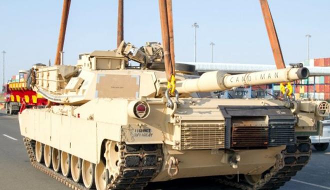 """Foto: Tancuri """"pentru pace"""" ale Armatei SUA, descărcate la Constanța"""