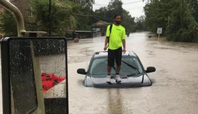 Furtuna Imelda a lovit Texasul: Doi morți și sute de persoane descarcerate din mașini - taxasinundatii27060500-1568978983.jpg