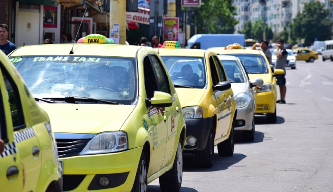 Taximetriștii din Constanța, marș de protest - taximetristii2-1513013312.jpg