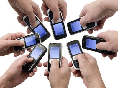 Foto: Hackerii pot prelua de la distanță controlul asupra telefoanelor. Cât de sigură este rețeaua ta de telefonie mobilă?