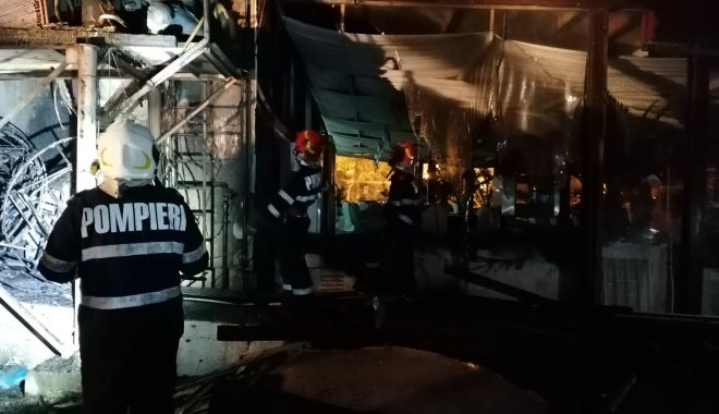 Foto: Terasa din Mamaia distrusă în incendiu nu avea autorizație ISU