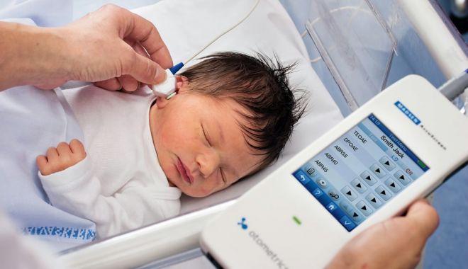 Auzul bebelușilor trebuie, neapărat, testat, la naștere