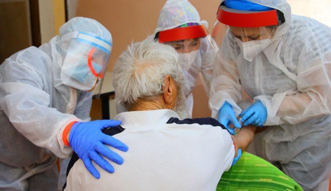 Foto: Testare pentru depistarea coronavirusului, în centrele sociale ale DGASPC