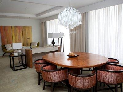 Cele mai luxoase apartamente prezidențiale din hotelurile americane (GALERIE FOTO) - thehotelhyattregencycenturyplaza-1329659501.jpg