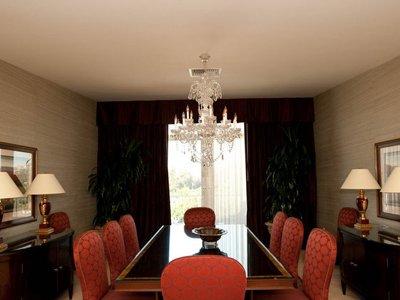Cele mai luxoase apartamente prezidențiale din hotelurile americane (GALERIE FOTO) - thehotelthebeverlyhilton-1329659537.jpg