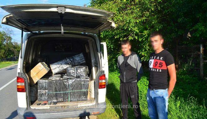 Foto: Doi ucraineni depistați cu peste 12.000 de pachete cu țigări de contrabandă