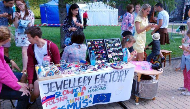 """Foto: Organizația """"Youth Vision"""", sprijin pentru tinerii care își caută loc de muncă"""