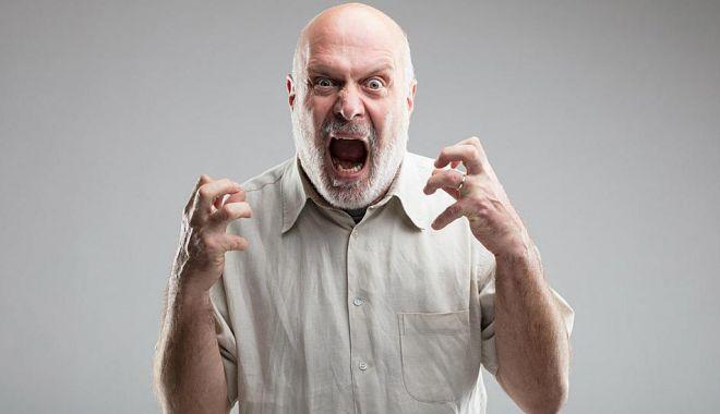 Tipul furios vrea să scrie reclamații! - tipul-1585146459.jpg