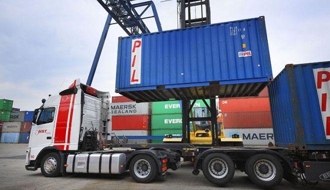Șofer român, arestat pentru că transporta un container frigorific plin cu migranți - tir-1574262777.jpg