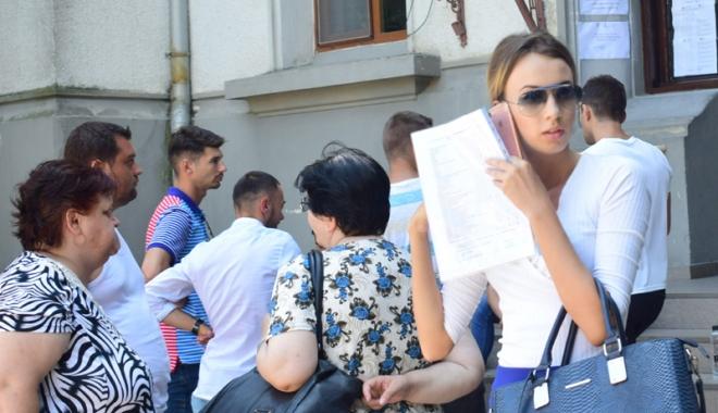 Foto: Rușinos! Profesor prins copiind  la titularizare,  alți 93 au ieșit  din examen