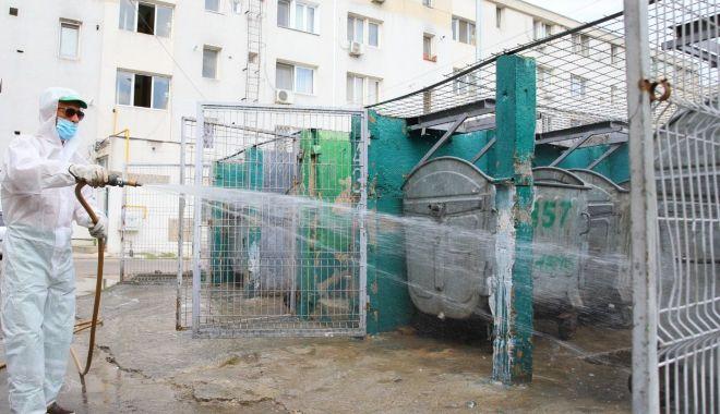Toate platformele de deşeuri din oraş sunt dezinfectate - toateplatformele2-1600362761.jpg