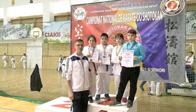 Tolba plină de medalii pentru CS Farul și CS Tomis, la Campionatul Național de Karate - tolba-1521051167.jpg