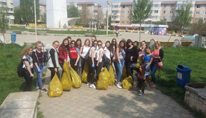 Sute de tone de deșeuri adunate  în campania