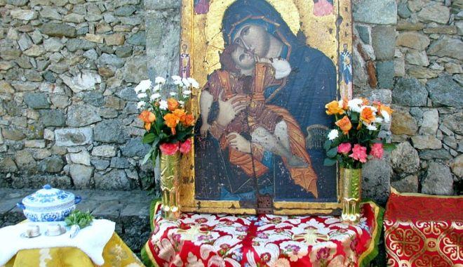 Ce tradiții există de Adormirea Maicii Domnului - traditiisursadesteptarea-1597247548.jpg