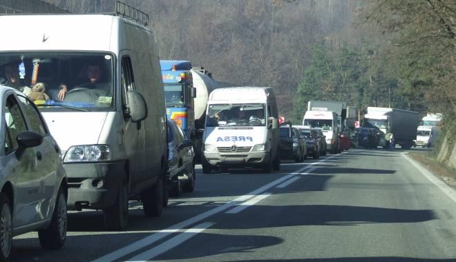 Foto: Trafic aglomerat pe DN 1 în zona stațiunilor de pe Valea Prahovei