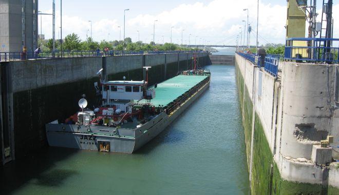 Foto: 10.770 de unități navale au tranzitat canalele navigabile românești