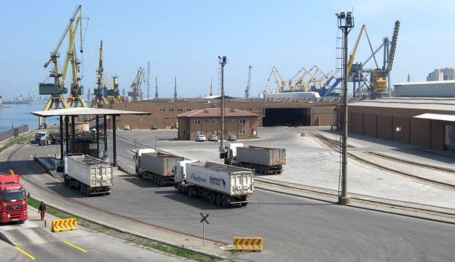 Foto: Traficul de mărfuri periculoase din porturile maritime românești, atent monitorizat
