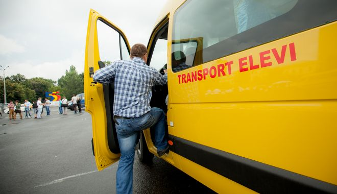 Foto: Decontarea transportului elevilor, departe de a fi rezolvată