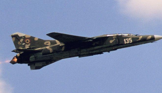 Foto: Piloți de elită ai aviației militare românești. Trecerea pe MiG-23