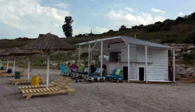 Foto: O plajă din Eforie Sud pe cale de dispariție,  refăcută și introdusă în circuitul turistic