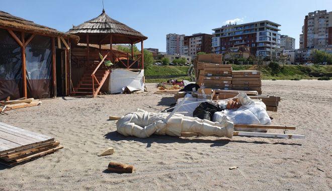 Foto: Trei operatori de plajă, amendați că nu au demolat la termen construcțiile ilegale