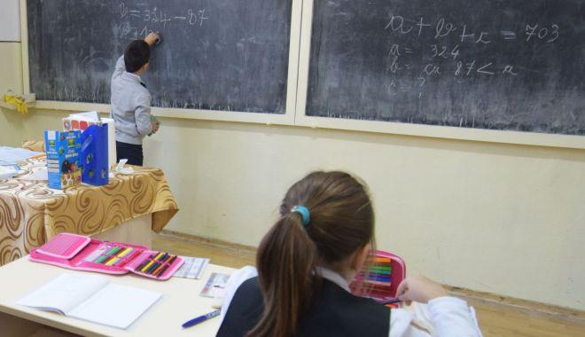 Trei salarii medii brute, indemnizație pentru profesorii care merg la țară - treisalariiindemnizatie-1581617263.jpg
