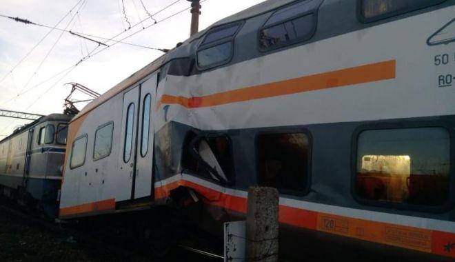 Foto: CIOCNIRE FRONTALĂ! Cinci răniți într-un accident de tren